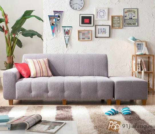 沙发是家中必不可少的家具,显示市面上有很多的沙发产品,款式品牌也是多种多样的,每一年都会有新款的沙发上市,这里我们就来了解一下2014新款沙发图片。   最新家具沙发图片一 布皮沙发是今年比较流行的,结合的皮沙发的大气个布沙发的温婉,这款沙发还是一款转角沙发,也是时下比较流行的,沙发清新淡雅,小巧别致,如果家里面客厅比较小的话,用这样的沙发简直是非常完美的。   最新家具沙发图片二 以上这款是比较田园风格的皮布沙发,采用实木框架,抗压力强,不易变形,舒适柔软的面料让人感觉也比较的舒适,这种沙发比较适合现在
